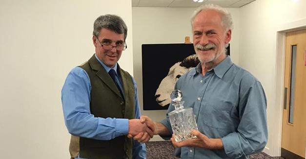 117- Info presse : Le vice-président de l'AMTM et juge international, Klaus Kieffer, a été nommé personnalité de la tonte de l'année.